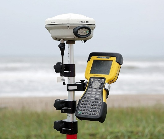 trimble r8 gnss rtk gps dual frequency base and rover